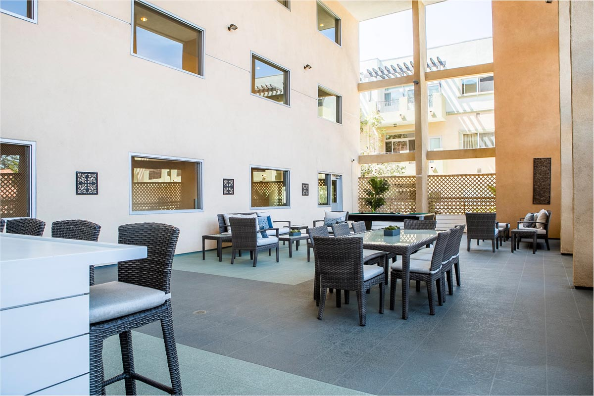 4821 Bakman Ave #305 North Hollywood Condo for Sale Tracy Do Compass