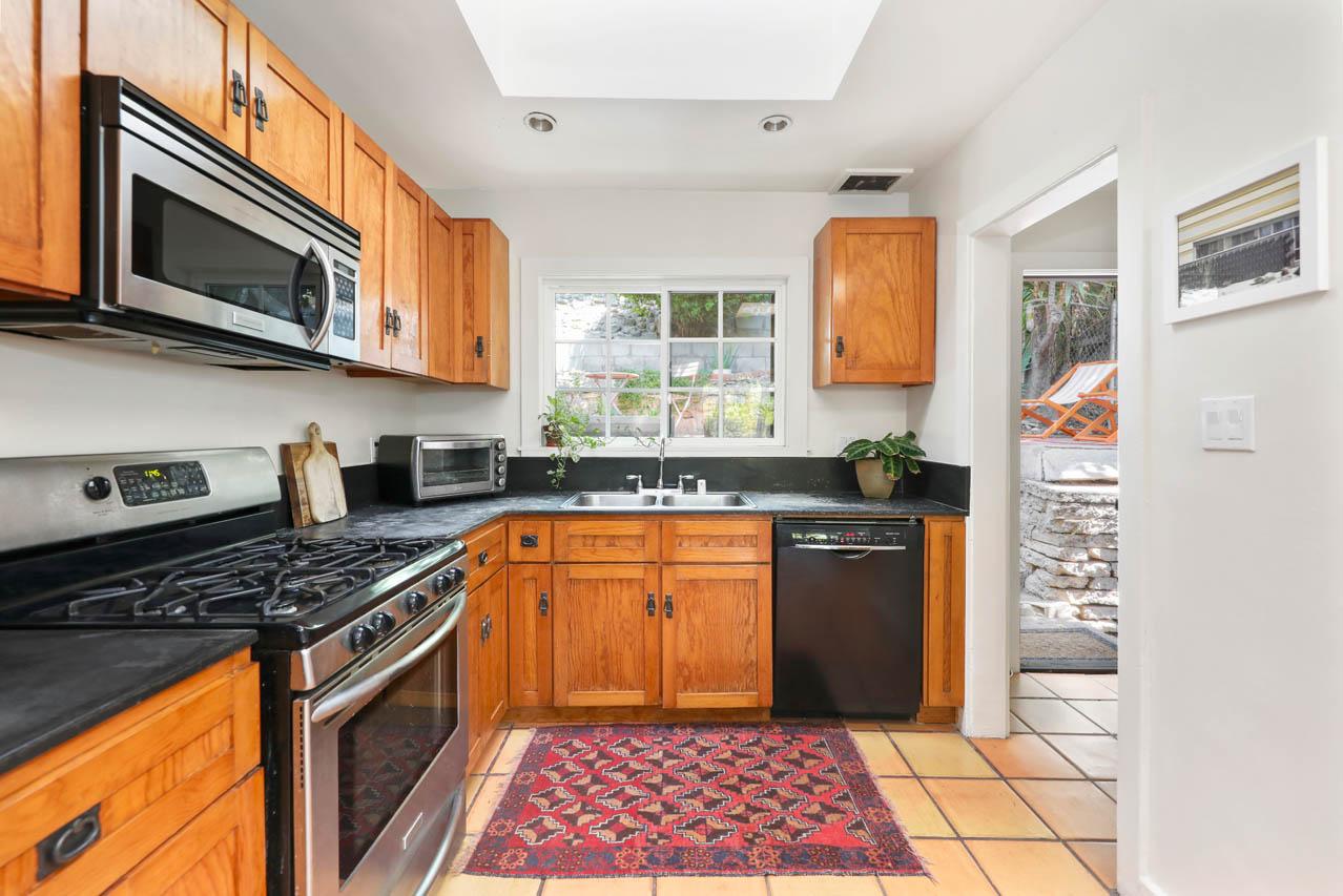 3827 Fernwood Ave 90027