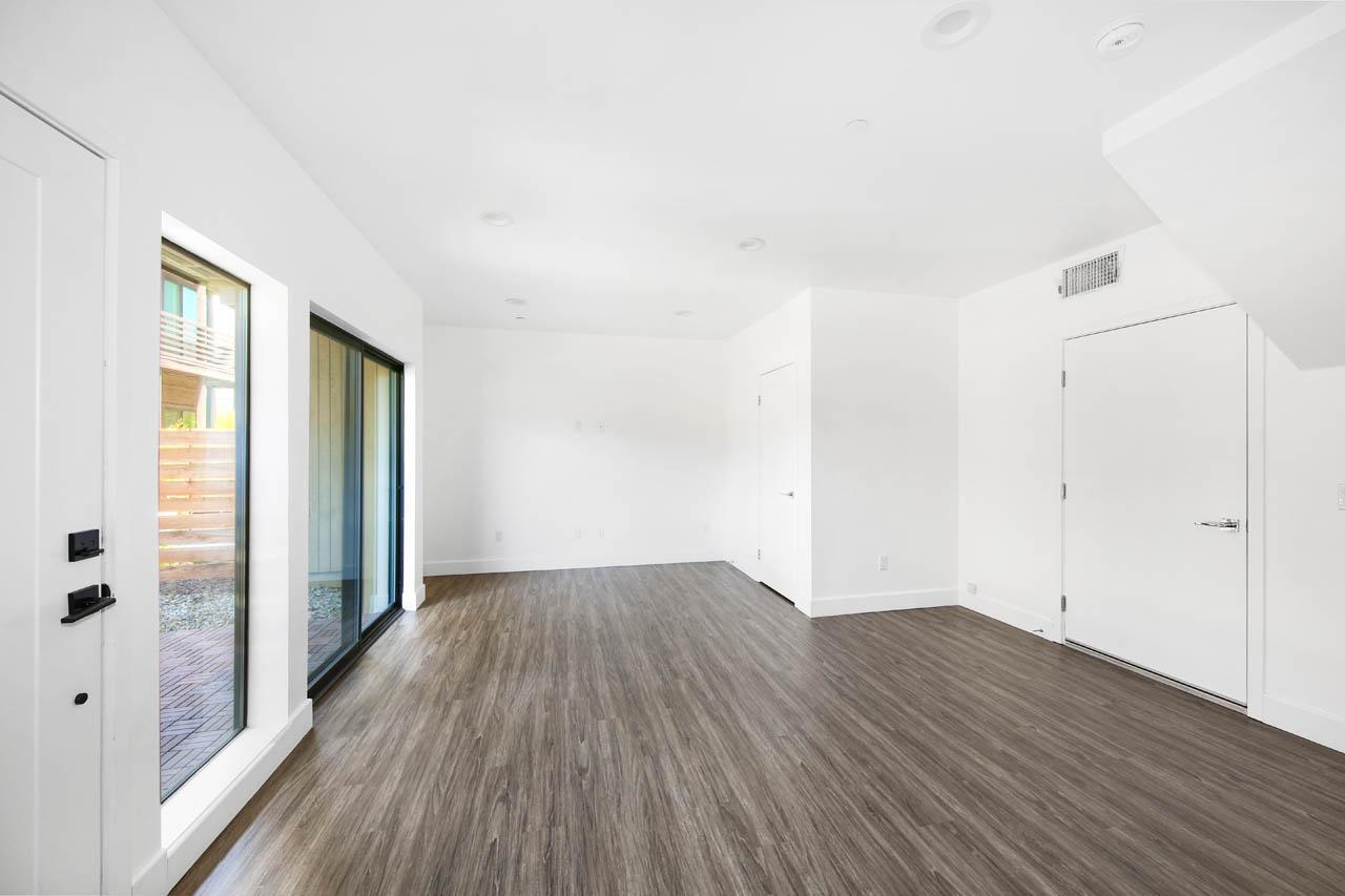 4201 Pennsylvania Ave #D3 La Crescenta Townhome for Sale