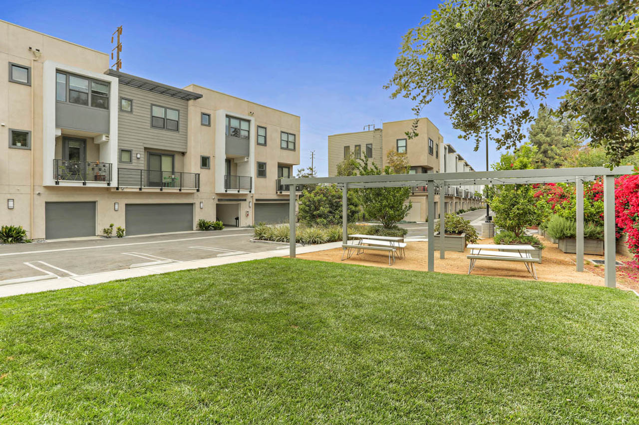 3801 Eagle Rock Blvd #9 Glassell Park Home for Sale Tracy Do Compass