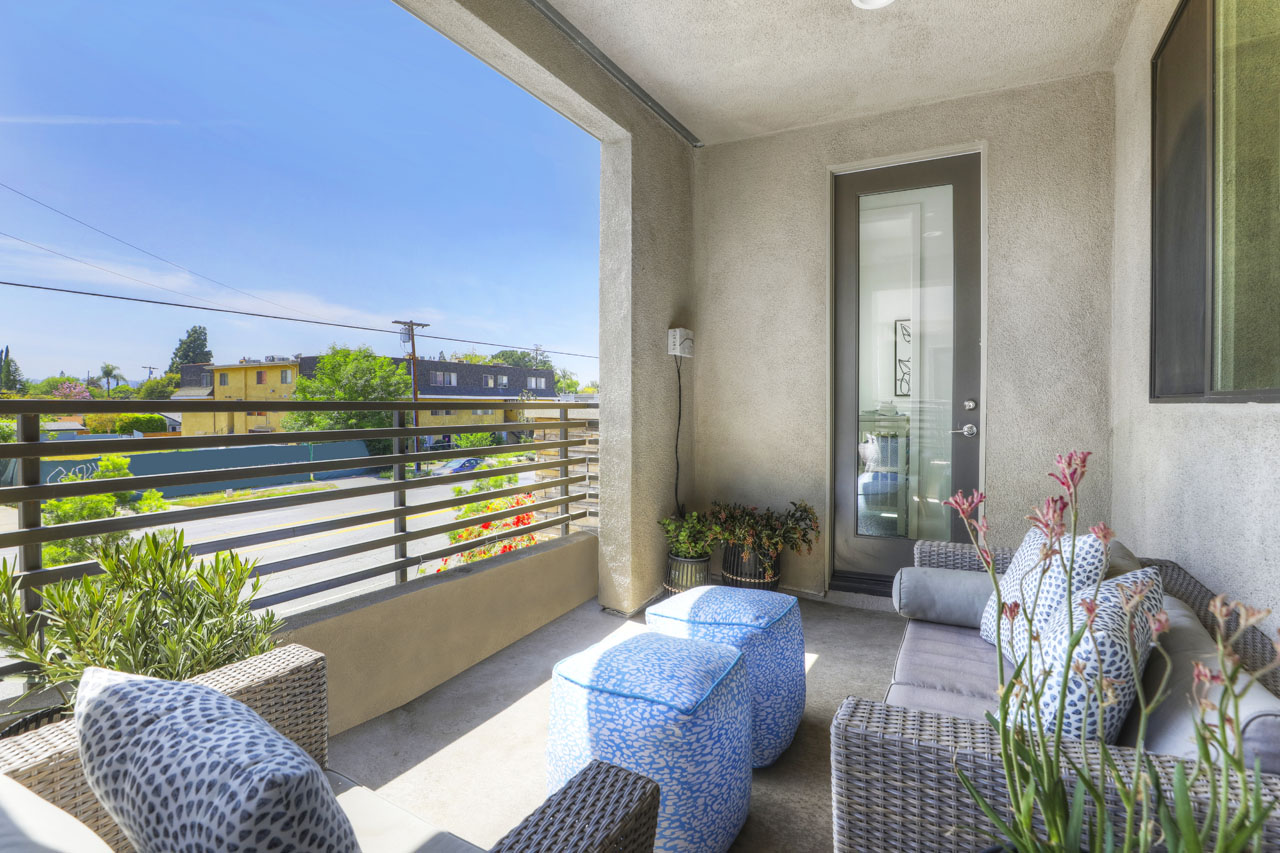 13147 W Victory Blvd Valley Glen Home for Sale Tracy Do Compass Real Estate